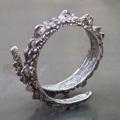 Bracelet Dragon en argent sculpté par Alexandre Iffrich pour l'Atelier des Bijoux Créateurs, bijou de collectionneur.