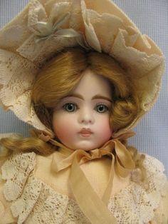 wow-Sonneberg doll