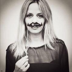 La actriz Maria Adanez apoyando la campaña Movember para concienciar sobre el cáncer de próstata