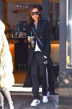 Τα look της Victoria Beckham μας τραβάνε πάντα την προσοχή | people , star style | ELLE