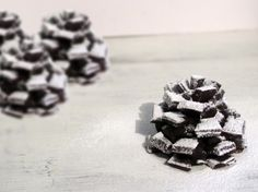 Paso a paso para hacer una piña de chocolate nevada: https://www.youtube.com/watch?v=9zbfa8OQ6bI&feature=youtu.be