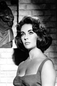 Elizabeth Taylor, 1959 in 'Suddenly, Last Summer'. Photo by Cecil Beaton. Hollywood Icons, Old Hollywood Glamour, Hollywood Stars, Classic Hollywood, Golden Age Of Hollywood, Vintage Hollywood, Sophia Loren, Robert Mapplethorpe, Maria Callas