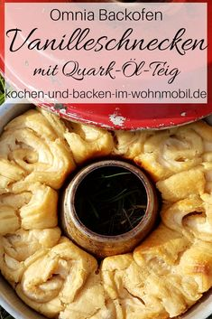 Loose quark snails without yeast with pudding filling in the Omnia oven - Omnia Camping Backofen - Simple Muffin Recipe, Healthy Muffin Recipes, Healthy Muffins, Donut Recipes, Essen To Go, Camping Meals, Camping Hacks, Camping Oven, Cinnamon Bread