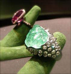 SUZANNE SYZ, bague Ali Baba's Trove - titane, tourmaline Paraiba du Mozambique, diamants