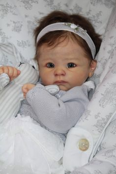 Hand-Crafted Reborn Dolls. OMG I so want this doll.