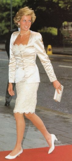 Princess Diana in June 1990 in Bruce Oldfield suit  event for Natl Aids Trust