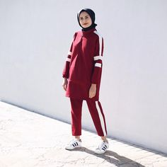 971 vind-ik-leuks, 37 reacties - Ş U L E (@instahealthyblogger) op Instagram: '♥️ #today' Cute Work Outfits, Sporty Outfits, Sporty Style, Casual Street Style, Girly Outfits, Stylish Hijab, Casual Hijab Outfit, Hijab Chic, Frock Fashion