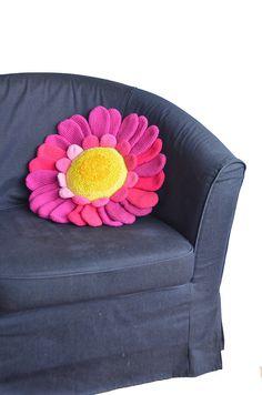 Daisy Pillow CROCHET PATTERN - Flower Cushion - Daisy Cushion - Floral Cushion - Crochet Pillow - Crochet Flower Pillow - Pillow Pattern