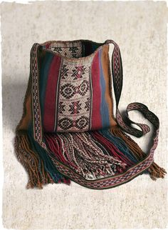 Our fringed wool (90%) and alpaca (10%) coca bag is handwoven in the Peruvian highlands with traditional Incan motifs.