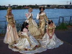 Six golden-yellow Princess brides
