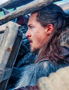 The Last Kingdom Uhtred facing off on the Shieldwall with Brida Season 1 episode 08