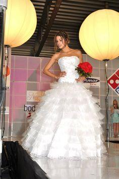 la diseñadora Mónica Ortega se actualiza en tendencias de moda y asiste a diferentes cursos de alta costura para ofrecer la mejor calidad a sus clientes, encuentrala en Expo Nupcias, Palacio de los deportes.
