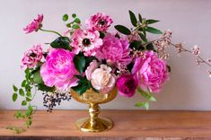 How to make this floral arrangement with peonies, orchids, ivy, and more. Note: No actual instructions, just list of materials used. Valentine Flower Arrangements, Wedding Arrangements, Floral Arrangements, Art Floral, Floral Design, Valentine Bouquet, Valentines Flowers, Valentine Nails, Valentine Ideas