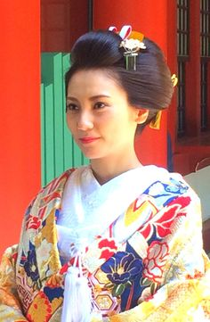 色打掛 日本髪 ☆新日本髪 KIMONO NIHONGAMI Japanese Hairstyles, Hair Arrange, Japanese Characters, Geisha, Updos, Wedding Hairstyles, Kimono, Hair Beauty, Hair Accessories
