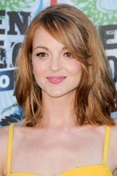 Jayma Mays auburn-colored hairstyle