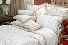 fc2d764032 1 Cobreleito Solteiro + 1 Porta-travesseiro 300 Fios Bordado Antares Branco  com Bege - Marken Fassi