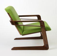 Inspirée du fauteuil Airline de Walt Disney, cette belle conception contemporaine est signée du studio de design californien Cory Grosser.