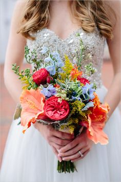 hibiscus bouquet @weddingchicks