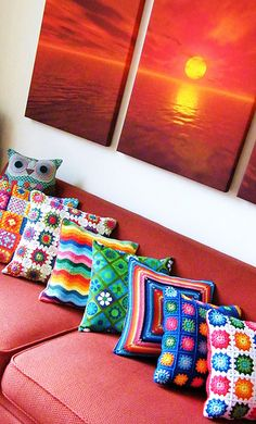 Cushion Collection - Fun inspiration for a crochet project. They look simple enough, little granny squares and some ripple double crochet should get the job done! Crochet Cushion Cover, Diy Cushion, Crochet Cushions, Crochet Pillow, Cushion Covers, Cushion Fabric, Pillow Covers, Crochet Home, Love Crochet
