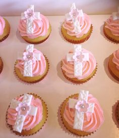 Cupcakes for a christening Fancy Cupcakes, Girl Cupcakes, Cupcake Cookies, Doop Cupcakes, Christening Cupcakes Girl, Baptism Cookies, First Holy Communion Cake, Religious Cakes, Easter Treats