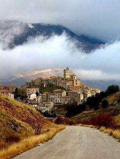 Castle del Monte, #Abruzzo #Italy -  #AbruzzoRuralProperty