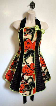 Vintage inspired Halloween apron  Pumpkin by XOSkeletonCreations, $59.99 #halloween #entertaining #halloweenartistbazaar