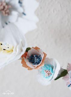 Papierblumen basteln Anleitung: Wie du dir Papierblumen aus Krepppapier ganz leicht selber machen kannst, zeige ich dir anhand meiner Vorlagen auf aye-aye-diy.com. Für Blumen, die das ganze Jahr über schön aussehen! :) --- paper flowers diy I Papierblumen basteln einfach I Paperflowers templates I Papierblumen basteln Vorlagen Anleitung I Crepepaper flowers I Frühlingsdeko Diy Origami, Ostergeschenk Diy, Blog, Inspiration, Paper Mill, Tutorials, Biblical Inspiration, Blogging, Inspirational