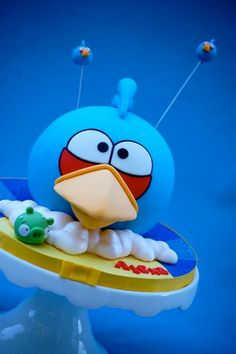 Tutorial on how to make this Angry Birds Cake from Royal Bakery