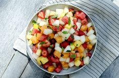 Melonsalat med jordbær og mynte Fruit Salad, Food, Meal, Eten, Fruit Salads, Meals