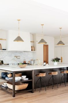 Classic Kitchen, New Kitchen, Kitchen Dining, Kitchen Island, Kitchen Wood, Kitchen Ideas, Kitchen Modern, Kitchen Trends, Island Sinks