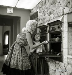 Jayne Mansfield cooking in the kitchen with her daughter, Mariska (Law & Order)
