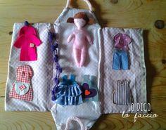 casetta delle bambole cucita a mano