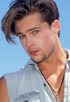 Young Brad Pitt Hairstyles: Pompadour Swooshed with Angled Bangs Junger Brad Pitt, Celebrity Crush, Celebrity Photos, Brat Pitt, Angled Bangs, Brad Pitt Hair, Hottest Guy Ever, Hollywood, Pompadour