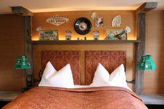 Zimmer Las Vegas im hotel Träumerei #8  =====  #LasVegas #traeumerei #traeumerei8 #hotel #kufstein #austria #tirol #auracherlöchl #romantikhotel #hoteldesign #hotelroom #room #mailand #hoteldecor #uniquedecor #uniquedesign #butiquehotel #riverhotel #besthotel #beautifulhotel Las Vegas, Bed, Design, Furniture, Home Decor, Remodels, Decoration Home, Stream Bed, Room Decor