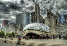 Anish Kapoor's Cloud Gate Sculpture (The Bean) - Photography by Kennedy, via Flickr (http://www.flickr.com/photos/lava2bk/2894115826/#)