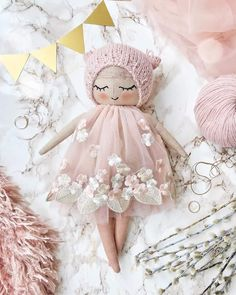 'm in love with this floral lace and I'm in love with this baby ✨She is looking for a new home at the moment 🌸More pics and all the Pretty Dolls, Cute Dolls, Doll Crafts, Diy Doll, Kids Crafts, Fabric Toys, Paper Toys, Sewing Dolls, Waldorf Dolls