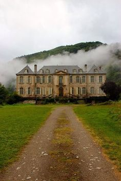 Chateau de Gudanes: A château in the south of France is under restoration.It was an abandoned,neglected & ruined chateau tucked neatly into a deep valley in the French Pyrénées. A site where the first stories of religious tragedies began in the centu Old Buildings, Abandoned Buildings, Abandoned Places, Abandoned Castles, Old Mansions, Abandoned Mansions, Chateau De Gudanes, Haunted Places, Palaces