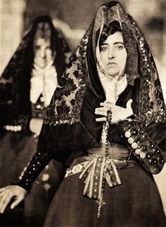 Traditional Spanish folk costume, from Salamanca