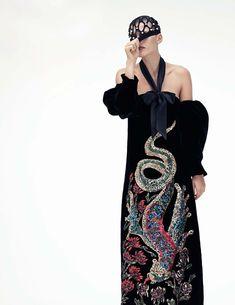Lo Nuevo Publication: Vogue Spain December 2017 Model: Madison Headrick Photographer: Paola Kudacki Fashion Editor: Sara Fernández Hair: Pawel Solis Make Up: William Bartel