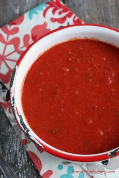 Easy no-cook marinara sauce! Super simple recipe for gluten free, keto, low carb, and paleo marinara or pizza sauce. Delicious!