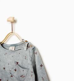 Symbols and letters top from Zara COLOR: Anthracite grey 2-3 YEARS (38.6 INCHES) Round neck printed top with long sleeves. Shoulder button fastening. Front pocket OUTER SHELL: 100% cotton