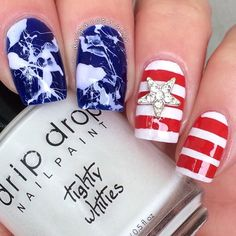 Getting ready for the Fourth of July & SO want this mani by @dripdropnails Jessica is using our Straight Nail Vinyls Find them at: snailvinyls.com
