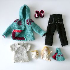 Doll clothes: Brynja set includescomfy trousers, a tee-shirt, a pair of shoes, and two cute little dolls with a hood matching Brynja's sweater!