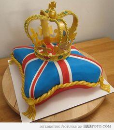 Crown jewels cake - B E A U T I F U L <3