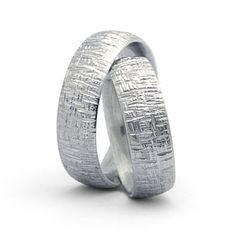 Trauringe hochzeit modern  Trauringe / Eheringe. Moderne Ringe mit unregelmäßige ...