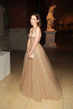 vestido de princesa...Anne Hathaway ... amo el color!!