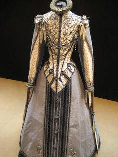 Ollivier Henry costume early 17th Century Spanish style