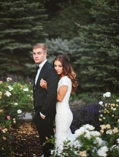 Swooning over how adorable this wedding pose is for the bride and groom! So romantic!