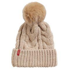 Muts in het beige van Esprit. Voor op de koude casual dagen ♥ #winter #fashion #girls #love #trends