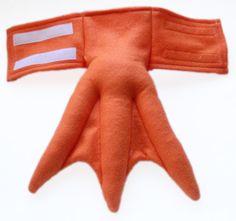 Dies ist für ein paar Orange Webbed Füße. Farbe: Orange Legt mit: Klettverschluss am Knöchel, elastische Schleife um Schuh Material: Filz Dimensionierung: (Siehe letztes Foto) Große (11 lang, 28 cm) Medium (9,5 lang, 24 cm) Kleine (6 lang, 15,25 cm) (Länge gemessen vom vorderen Knöchel bis zur Spitze des mittleren Zeh) Benutzerdefinierte Farbe Webbed Füße: https://www.etsy.com/listing/183115915 ♥ ich liebe CUSTOM ORDERS, kontaktieren Sie mich! ♥ VERSAND VORBEREITUNGS-UND ANLAUFZEIT V...